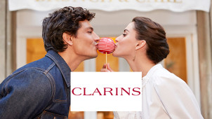 Gratis Clarins tasje met 5 items t.w.v. €42,75 bij besteding vanaf €80